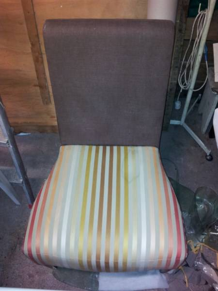 tapisserie d 39 ameublement marseille garnissage de si ges r paration fauteuil marseille. Black Bedroom Furniture Sets. Home Design Ideas